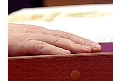 В России чиновники дадут обещания на Библии не брать взяток